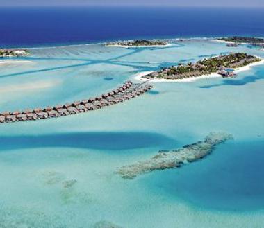 Pohled na ostrov Dhigufinolhu, Maledivy