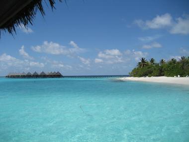 Pohled na pobřeží maledivského ostrova Angaga