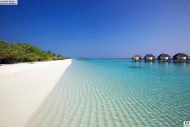 Maledivský ostrov Kanuhura s pláží